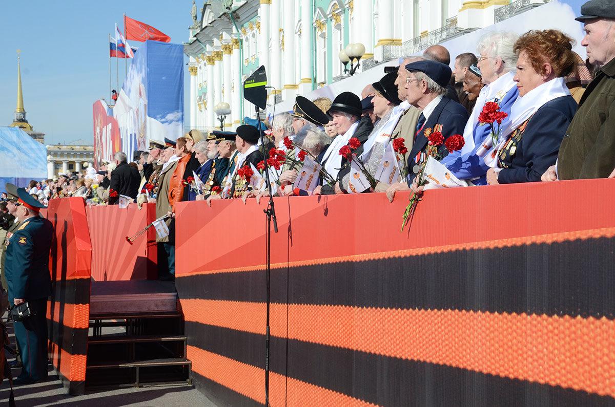 Торжественный парад Победы на Дворцовой площади