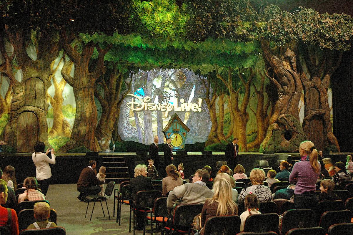 Шоу Disney «Медвежонок Винни и его друзья»