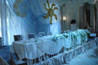 Прздничный банкет в честь свадебного торжества